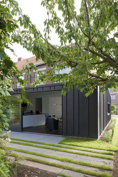 Hoe kan je een alledaagse woning op een moderne en praktische manier verbouwen en uitbreiden? Het antwoord vonden we in Hove.