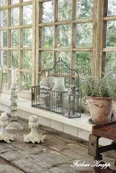 Was für Fenster - wirklich wunderschön, wenn man sie nicht putzen muß. Fröken Knopp