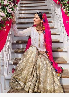 Superb colors on this indian outfit Pakistani Mehndi Dress, Simple Pakistani Dresses, Pakistani Fashion Party Wear, Bridal Mehndi Dresses, Pakistani Wedding Outfits, Pakistani Bridal Dresses, Pakistani Wedding Dresses, Bridal Outfits, Indian Dresses