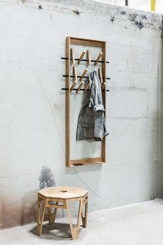 We Do Wood-Coat frame Bamboe kapstok x x Wood Furniture, Furniture Design, Decoration Hall, Wood Images, Small Apartment Decorating, Space Saving Furniture, Coat Hanger, Coat Racks, Small Apartments