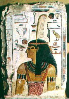 """Maat personificó el orden cósmico, la verdad, la justicia (a partir de la Dinastía V), la estabilidad que ha de existir en el mundo y el cosmos. El rey y los dioses se alimentan de Maat, ya que el soberano y los dioses son los responsables directos del orden y la armonía. Además el monarca era el """"Hijo de Ra"""" y Maat era la """"Hija de Ra""""."""