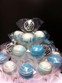hockey cake pops#Hockey #cake #ahockeymomreviews Birthday Themes For Boys, Boy Birthday, Hockey Cakes, Hockey Party, St Louis Blues, Diy Hacks, Cake Pops, Cake Decorating, Balls