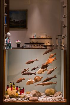 16 wooden fishes for Studio Astolfi, featured in the Hermès spring/summer Chiado, Lisboa, show windows. Fashion Window Display, Window Display Retail, Window Display Design, Retail Windows, Store Windows, Spring Window Display, Display Shop, Store Displays, Retail Displays