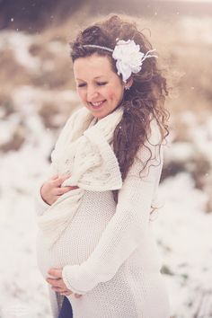 maternity photography glasgow, maternity, pregnancy, pregnancy photography, snow, winter, maternity photographer, maternity photos in snow, maternity winter photography, glasgow, scotland