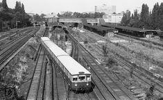 Ein S-Bahnzug verlaesst den Bahnhof Berlin-Gesundbrunnen (1974)
