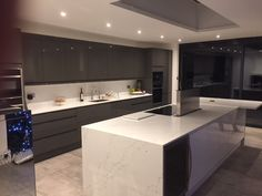 This beautiful Bayswater Graphite & White kitchen was designed by our Putney depot. Design your contrasting kitchen at Howdens.