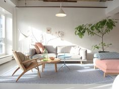 sofá três lugares cinza claro; Casa de Valentina