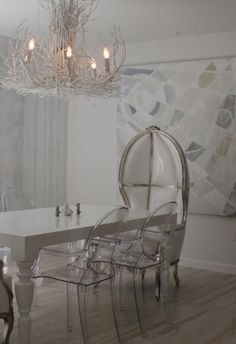 I'm far from traditional in any sense so this chic dining room would be the perfect arena for intimate dinners with friends. It would be an added bonus if I knew how to cook.