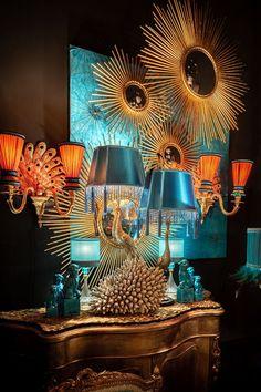 Low Budget Home Decoration Ideas Dark Interiors, Colorful Interiors, Interior Inspiration, Room Inspiration, Wall Art Decor, Room Decor, Metallic Decor, Maximalist Interior, Hollywood Regency Decor