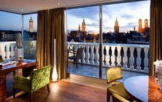 A luxury stay in Munich awaits you at the Mandarin Oriental München. Check out the rooftop pool. Mandarin Oriental, Villa, Beste Hotels, Munich Germany, Das Hotel, Great Hotel, Luxury Accommodation, Loft Design, Luxury Travel