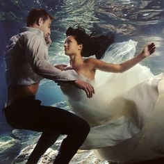 Ideas for doing your trash the dress session at the beach. The photos are amazing!  (Photo by  Del Sol Photography)