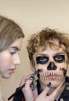 Edgy Makeup, Clown Makeup, Crazy Makeup, Makeup Art, Man Skull Makeup, Skeleton Face Makeup, Amazing Halloween Makeup, Halloween Face Makeup, Rosto Halloween