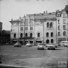 Teatr Stary, pl. Szczepański Czas powstania: 20.07.1979 Planet Earth, Notre Dame, Poland, Planets, Maine, Louvre, Travel, Krakow, Fotografia