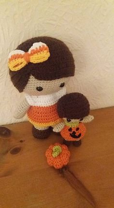 Ravelry: Weebee & Little Weebee Halloween Bubble Dresses pattern by Laura, #crochet, free pattern, amigurumi, doll, stuffed toy, #haken, gratis patroon (Engels), pop, knuffel, speelgoed, #haakpatroon