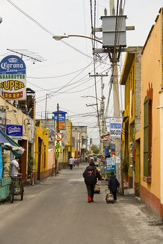 Mexico City street scene - the REAL DF, outside Polanco!