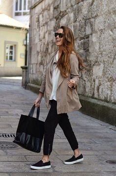 Slip On Schuhe Outfit Ideen Street style: fashion Minimal Chic, Minimal Classic, Classic Chic, Black Slip On Trend Fashion, Fashion Mode, Look Fashion, Fashion Ideas, Fashion Black, Fashion 2018, Woman Fashion, Casual Chic Outfits, Work Outfits