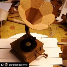 Working Victrola Phonograph from Cardboard Sculpture, Cardboard Art, Paper Engineering, Papercutting, Phonograph, Paper Artist, Daily Inspiration, Insta Art, 3 D