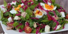 Tuniakový šalát s vajíčkom, hermelínom a cherry – Tinkine recepty Cobb Salad, Breakfast, Food, Morning Coffee, Essen, Meals, Yemek, Eten