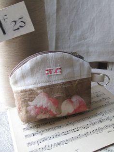 © Si un mas m'était conté  - Porte-monnaie Fabric Journals, Zipper Bags, Handmade Bags, My Bags, Cosmetic Bag, Boutique, Sunglasses Case, Coin Purse, Quilts
