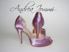Scarpe da sposa colorate in raso lilla plateau nascosto - tacco 11 cm - Swarovski color cristallo.  www.andreaiommi.it