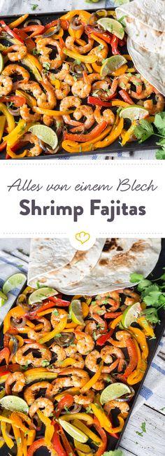 Diese Shrimp Fajitas schmecken fantastisch und sind so einfach zubereitet: Alles auf ein Blech legen und damit in den Ofen. Noch Tortillas dazu - fertig!