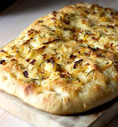 Homemade focaccia topped with caramelized onion, cheese and rosemary. Use your own toppings or stuffing to create your own delicious focaccia. Focaccia Bread Recipe, Bread Recipes, Cooking Recipes, Scd Recipes, Amish Recipes, Savoury Baking, Bread Baking, Sicilian Recipes, Sicilian Food