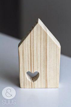 SCANDIMAGDECO Le Blog: Astuce déco : les petites maisons en bois décoratives