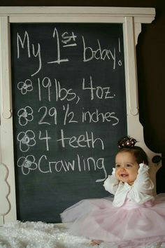 One year stats We need to do this for Joey, Savannah, and Cooper! One year stats We need to do … One Year Birthday, Girl First Birthday, Baby Birthday, First Birthday Parties, Birthday Ideas, Baby Kalender, Fotos Baby Shower, Timmy Time, 1st Birthday Photoshoot