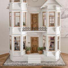 Miniature Rabbits, Miniature Houses, Miniature Dolls, Dollhouse Design, Diy Dollhouse, Dollhouse Miniatures, Doll House Crafts, Doll Houses, Doll House Plans