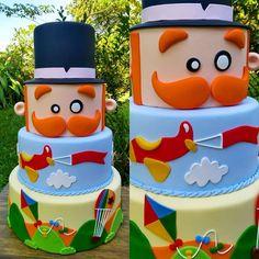 "Por @atelie_casa_da_torta on Instagram: ""Bolo maravilhoso por @beleza_na_mesa_biscuit • • • • • Olha ele! 💛🎈…"" Bolo Fake, Cat Party, Cakes For Boys, Biscuits, Alice, Birthday Cake, The Incredibles, Bernardo, Instagram"