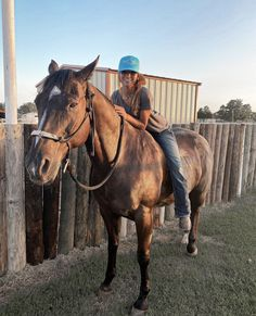 Cute Country Couples, Cute Country Girl, Country Girl Life, Foto Cowgirl, Cowgirl And Horse, Horse Girl, Cute Horses, Horse Love, Beautiful Horses