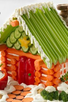 Veggie Log House~ replace the gingerbread house and make a one out of healthy carrots, celery and cucumbers. The carrots can be made into shapes like Lincoln logs. Christmas Appetizers, Appetizers For Party, Appetizer Recipes, Christmas Veggie Tray, Veggie Appetizers, Cute Food, Good Food, Food Crafts, Antipasto