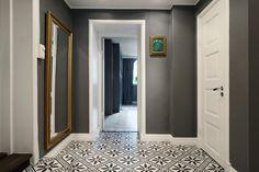 Zdjęcie numer 9 w galerii - Szarości, drewno i marokańskie płytki, czyli przepis na oryginalne, dwupokojowe mieszkanie