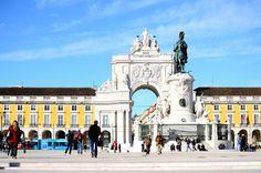 """""""14 razões para amar Lisboa, Portugal"""" by @travelsandtreats   """"A cidade montanhosa e costeira de Portugal, Lisboa, tem tudo o que um viajante pode desejar - e muito mais. Lisboa tem a comida, a cultura, a vida nocturna e as atracções (...). Em nenhuma ordem particular, aqui estão 14 razões pelas quais eu acho que Lisboa merece muito amor."""" Para ler o artigo completo: http://www.travelsandtreats.com/blog/reasons-t e saiba mais sobre o nosso Hotel Açores Lisboa em…"""