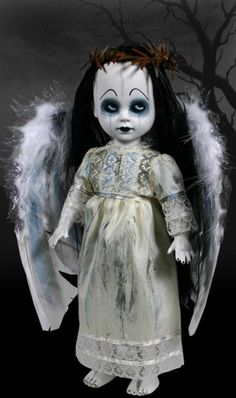 Living Dead Dolls: Rain (series - I want this doll so bad. Halloween Doll, Creepy Halloween, Halloween Wishes, Halloween 2020, Halloween Stuff, Halloween Ideas, Halloween Decorations, Creepy Baby Dolls, Zombie Dolls