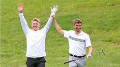 Golf und Frauen | So verbrachten Jogis Jungs ihren freien Tag - Fussball - Bild.de