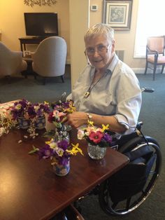Flower bouquet making activity for elderly - easy designing, allows for making individual choices - plus we were able to do cards for giving them away to friends & caregivers. My mom could do with just one hand too! (Activities for the elderly