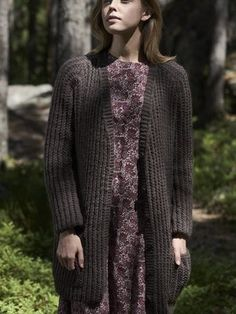 Women's cardigan Novita Isoveli, Wool Cotton and Nalle Yarn For Sale, Purl Stitch, Alpaca Wool, Easy Knitting, Cardigans For Women, Knit Crochet, Clutches, Hoodies, Pattern
