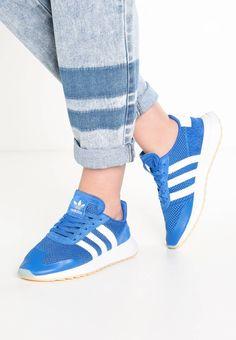 adidas Originals. FLASHBACK - Sneaker low - blue/white. Sohle:Kunststoff. Decksohle:Textil. Innenmaterial:Textil. Obermaterial:Leder und Textil. Verschluss:Schnürung. Fütterungsdicke:kalt gefüttert. Schuhspitze:rund. Absatzform:flach. Materialkonstrukti...