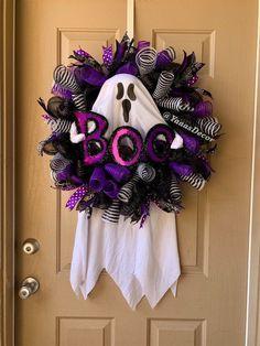 Halloween Door Wreaths, Dollar Tree Halloween, Halloween Deco Mesh, Halloween Garland, Halloween Door Decorations, Spooky Halloween, Halloween Gifts, Purple Halloween, Burlap Halloween