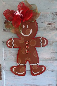 Gingerbread Man Door hanger (Cute, but bow seems a little overpowering) Gingerbread Decorations, Christmas Door Decorations, Christmas Gingerbread, Christmas Wood, Holiday Wreaths, Christmas Projects, Winter Christmas, Christmas Time, Christmas Ornaments