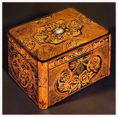 I would give this gorgeous 18th century French marquetry box a prime place in my home.....and look at it all the time. (potential pattern for penwork)