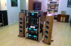 Vynil Jam in Moscow with our Bassocontinuo Revolution Line AEON, @McIntoshlab and Sonus faber. A special thanks to our partner Armada Sound #bassocontinuo #mcintosh #sonusfaber #vynil #madeinitaly #moscow #audioshow #audiophile #russia