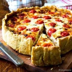 Ranskalainen kinkkupiiras - quiche lorraine Quiche Lorraine, Easy Delicious Recipes, Yummy Food, Finnish Recipes, What You Eat, Cooking Recipes, Cooking Ideas, Croissants, Relleno