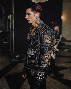 "Andy Biersack (@andyblack) en Instagram: ""VALE 1/12/18 photo: Francisco E. Gonzalez"""