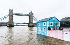FLOATING HOUSE LONDON