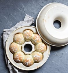 Pampered Chef, Emile Henry, Bread Rolls, Doughnut, Desserts, Food, Tricks, Gifts, Breads