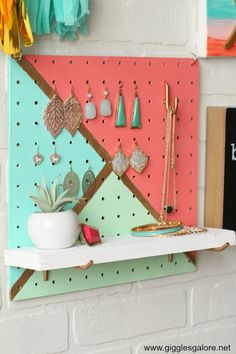 Create a colorful DIY Painted Pegboard Jewelry Organizer to organize and display all of your jewelry! Use DecoArt paint to create a colorful DIY Painted Pegboard Jewelry Organizer to organize and display all of your jewelry. Pegboard Craft Room, Painted Pegboard, Pegboard Display, Pegboard Garage, Kitchen Pegboard, Ikea Pegboard, Diy Jewelry Unique, Diy Jewelry To Sell, Gold Jewelry