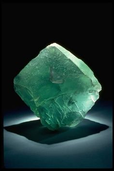 Photograph of fluorite (85113) from the National Mineral Collection