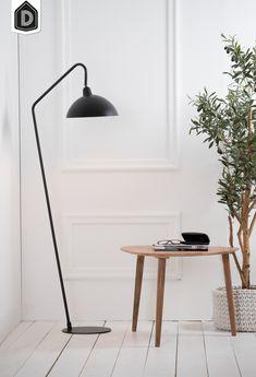 Deze elegante vloerlamp ORION is net even anders, met een knik. Hij heeft een moderne uitstraling, wat goed past binnen het thema Tranquil. Ook als tafellamp en wandlamp verkrijgbaar.  #dutchhomelabel#lightandliving#lightliving #tranquil#vloerlamp#orion#interieurinspiratie #interieurstyling#binnenkijken Desk Lamp, Table Lamp, Decoration, Lighting, Home Decor, Quartos, Decorating, Homemade Home Decor, Decoration Home